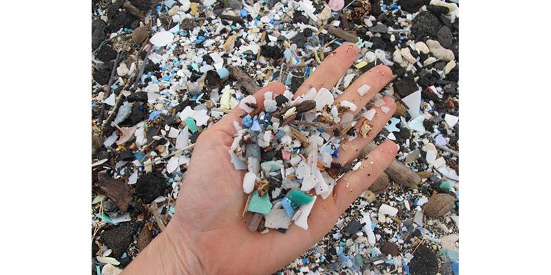 Vários Gases De Efeito Estufa São Emitidos à Medida Que Plásticos Comuns Se Degradam No Meio Ambiente
